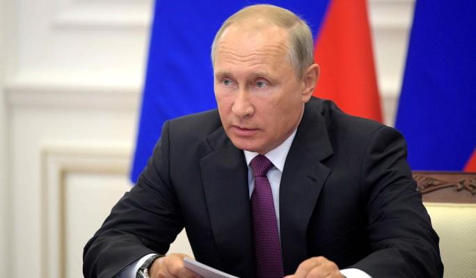 Путин отчитал чиновника за доллары