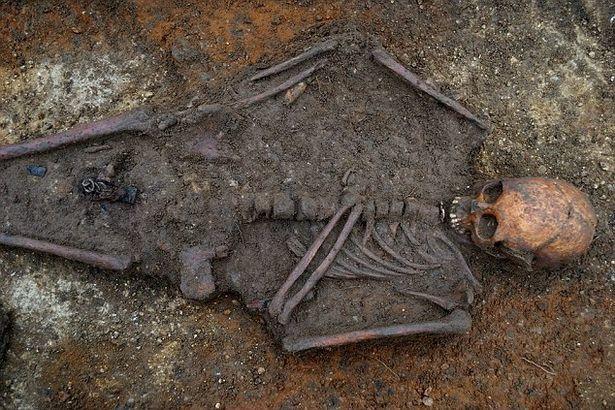 Юная девушка-аристократка. Удивительный крест. Мумии и скелеты. 20. англия, перекресток, Археология, история, перевод, длиннопост
