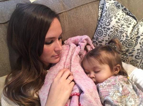Эта 9-месячная малышка умирала от страшного заболевания. Но няня приняла решение, которого от нее никто не ожидал