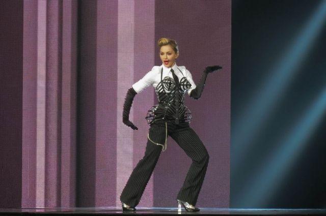 Суд разрешил бывшей подруге Мадонны продать с аукциона личные письма певицы