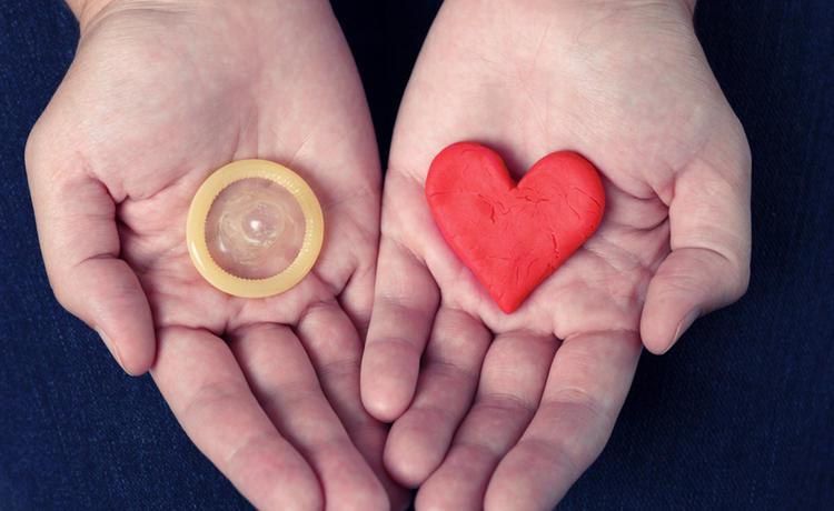 Молодежь пожаловалась главе Роспотребнадзора на высокую стоимость презервативов