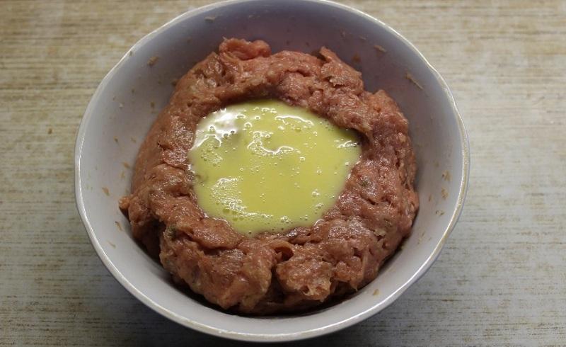 мясной фарш с яйцом