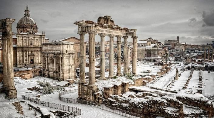 Посмотрите, как выглядит Рим, где впервые за шесть лет выпал снег