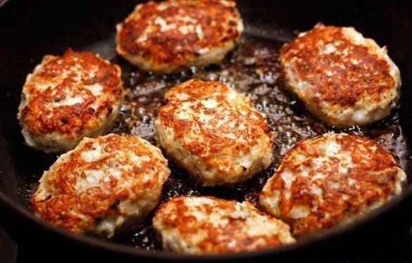 Сочные и вкусные куриные котлеты — это будет главное блюдо стола!