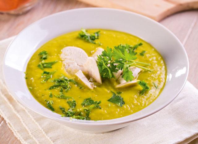Суп с курицей и авокадо