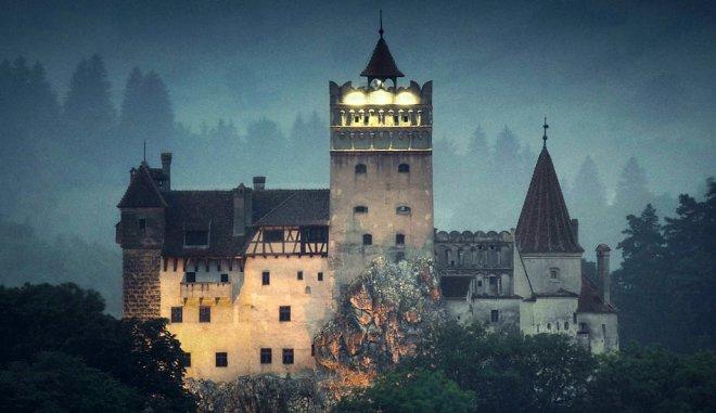 На Хэллоуин замок Дракулы посетят туристы…и переночуют в гробах