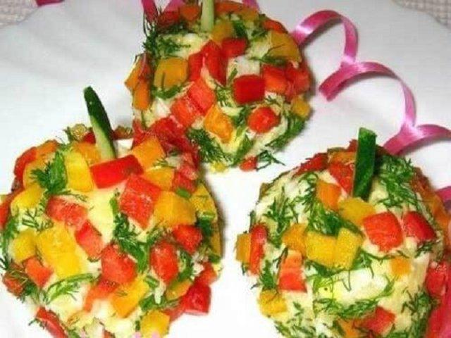Порционный салат Новогодние шары