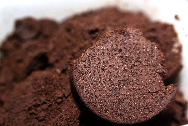 Использование в садоводстве кофейного жмыха как удобрения