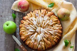 Дешевый, простой и воздушный. Три яблочных пирога от Елены Молоховец