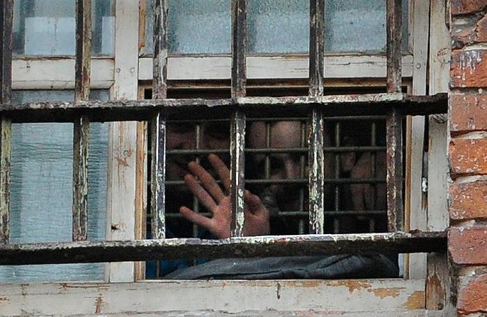 Почему в России стало меньше заключенных?