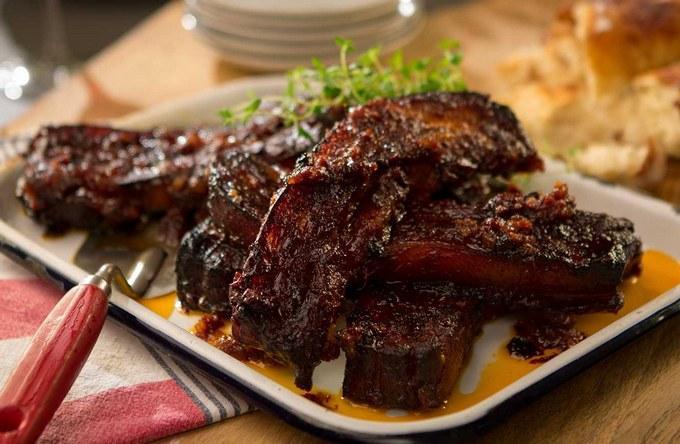 Свиные ребрышки во вьетнамском карамельном соусе