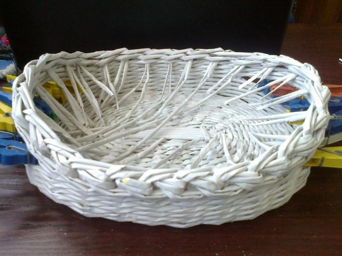 Мастер-класс по плетению корзинки из газетных трубочек (21) (700x525, 286Kb)