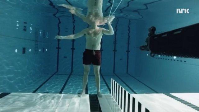 Физик Андреас Валь выстрелил в себя под водой
