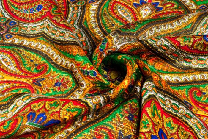 Как оригинально украсить интерьер обычным платком: 4 интересные идеи