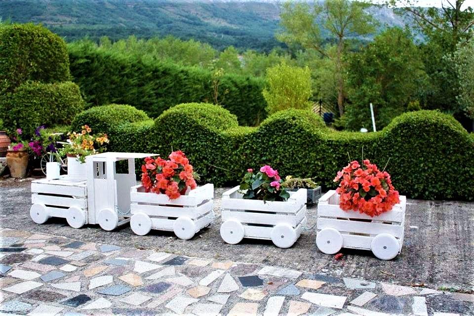 Декоративные паровозики из дерева для сада своими руками 39