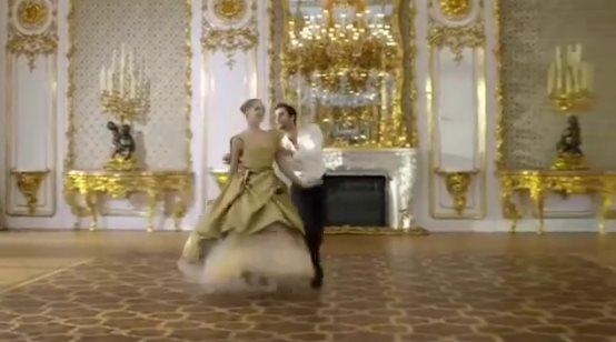 Великолепно! Шикарный вальс под музыку гениального Шостаковича, поет неподражаемый Демис Руссос!