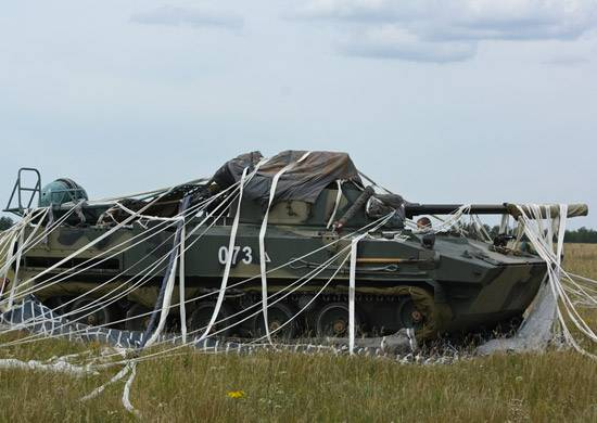 ВДВ РФ испытали новую парашютную систему десантирования БМД