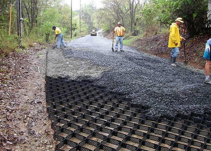 Геоячейки, которые помогают строить ровные дороги на Западе