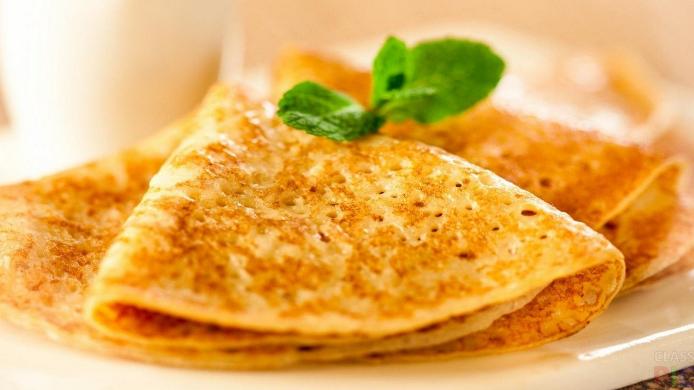 Блины на кефире: 5 проверенных рецептов как приготовить вкусные тонкие или пышные блинчики