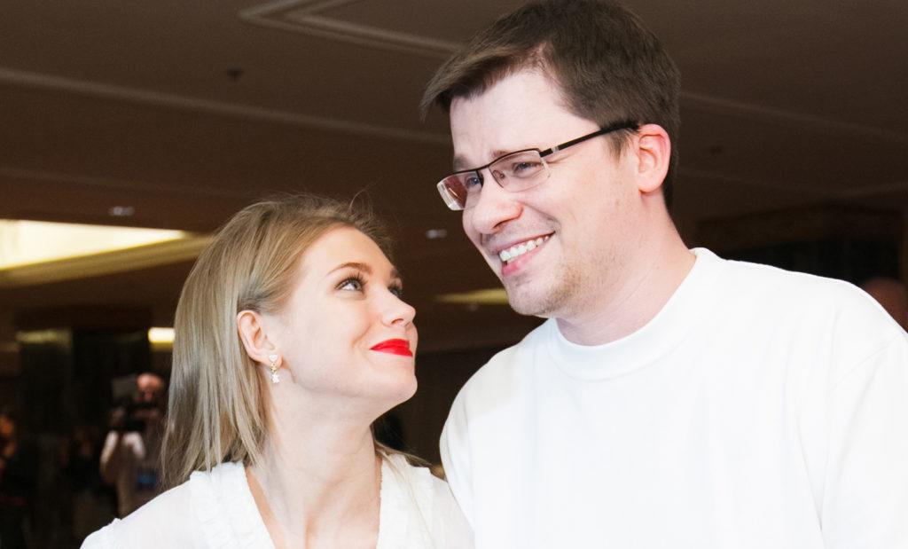 Кристина Асмус и Гарик Харламов на церемонии награждения премии Fashion People Awards 2013. Фото Анастасия Балахнова/ Starface.ru