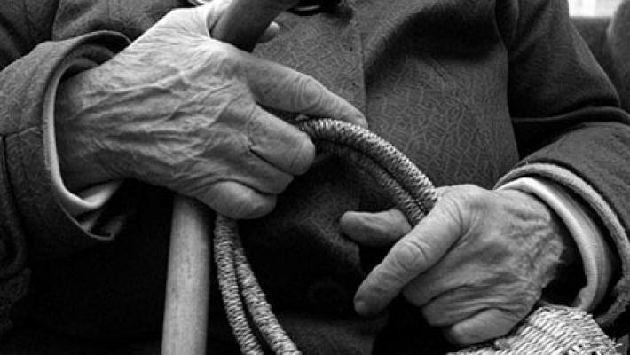 Пенсионерку осудили на 1 год условно, за то, что она украла еду на 600 рублей.