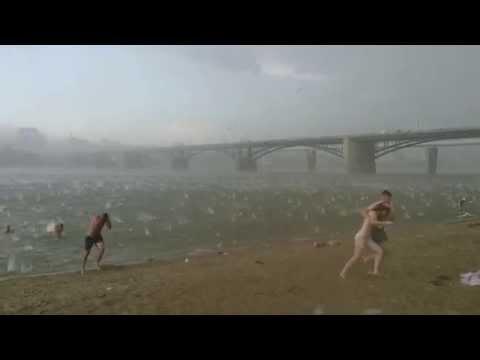 Всего за 3 минуты летний пляж Новосибирска превратился в кромешный ад. Люди спасались бегством!