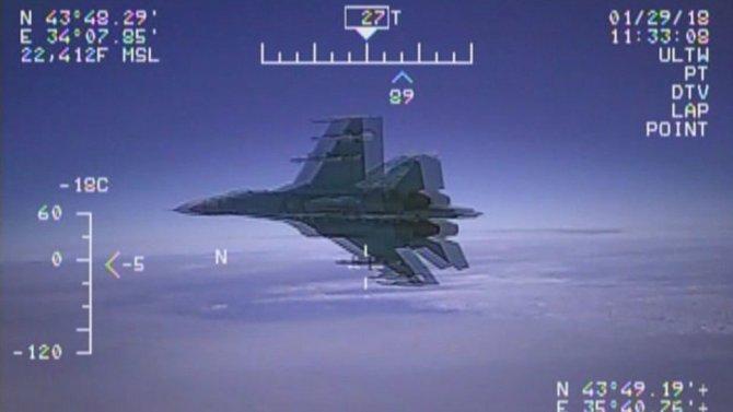 Авиашпион США спасся от Су-27 дважды