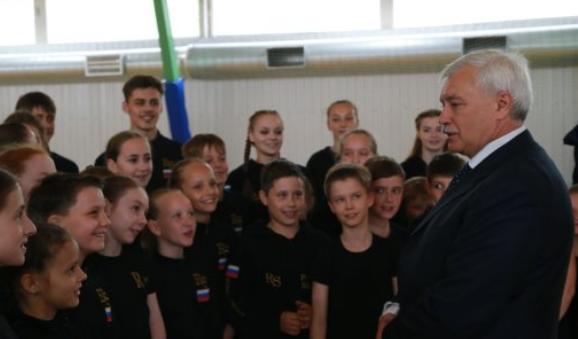 Власти Петербурга: Увсех школ идетсадов должны быть свои лагеря