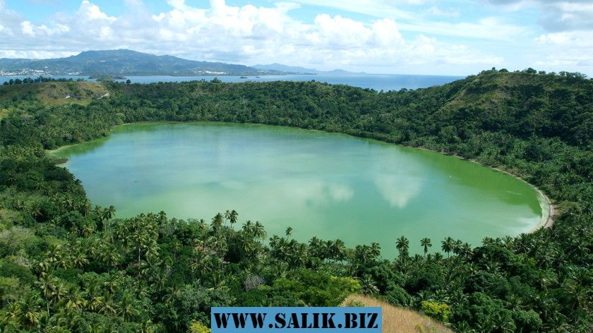 Озеро Dziani на острове Майота, Коморские острова.