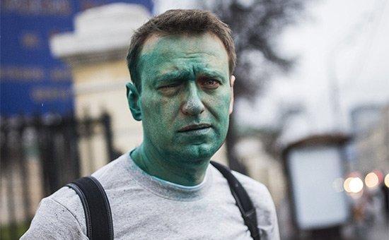Навальный получил химический ожог глаза в результате нападения неизвестных