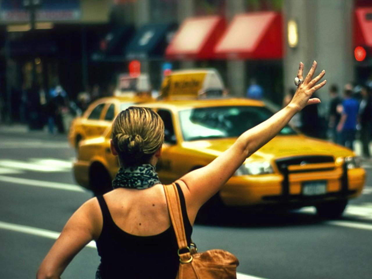 — А знаете, дяденька таксист, у меня с подругой денег нет!
