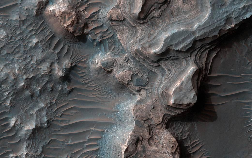 Зонд MRO сделал фото удивительного марсианского ландшафта