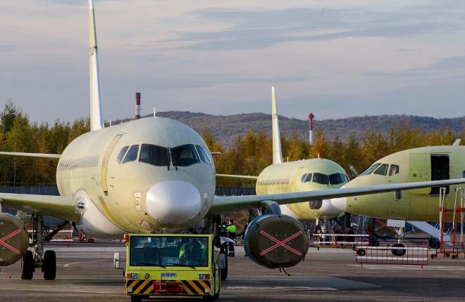 Новак сообщил о готовности Ирана приобрести 12 самолетов SSJ-100