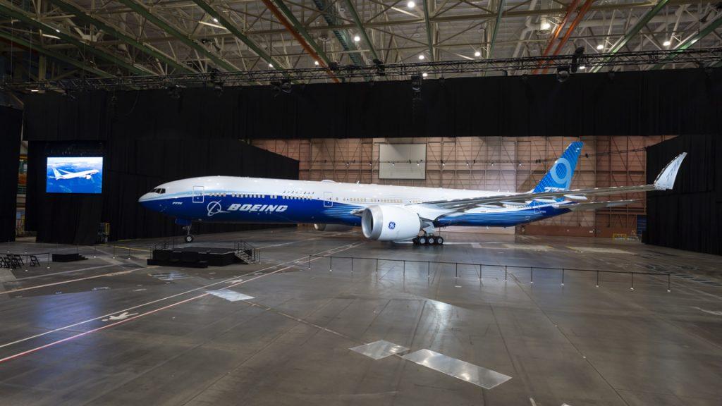 Представлен первый самолет Boeing 777X