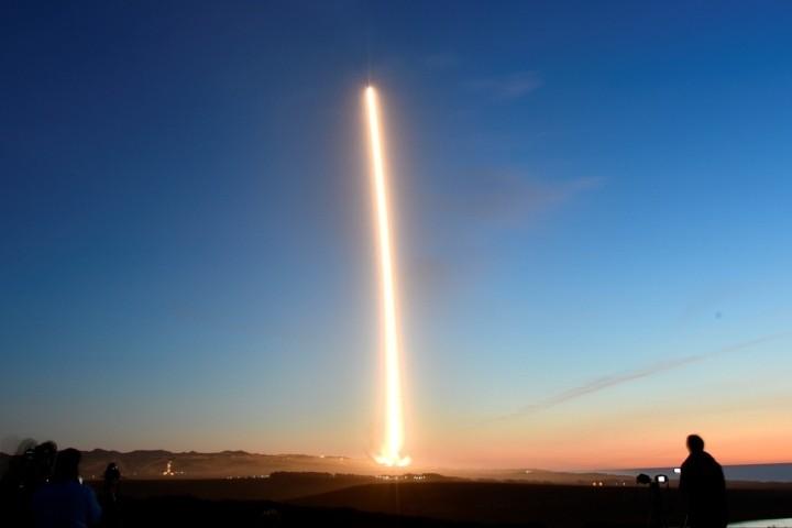 SpaceX отложила запуск ракеты Falcon 9 с очередными 60 спутниками