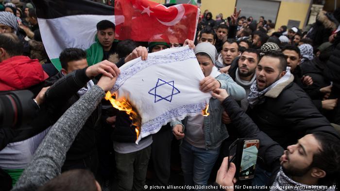 Евреев ненавидят в Европе? Довольно!