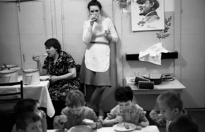 Атмосферный снимок лиц прошлого. СССР, Новокузнецк, 1980-е годы.