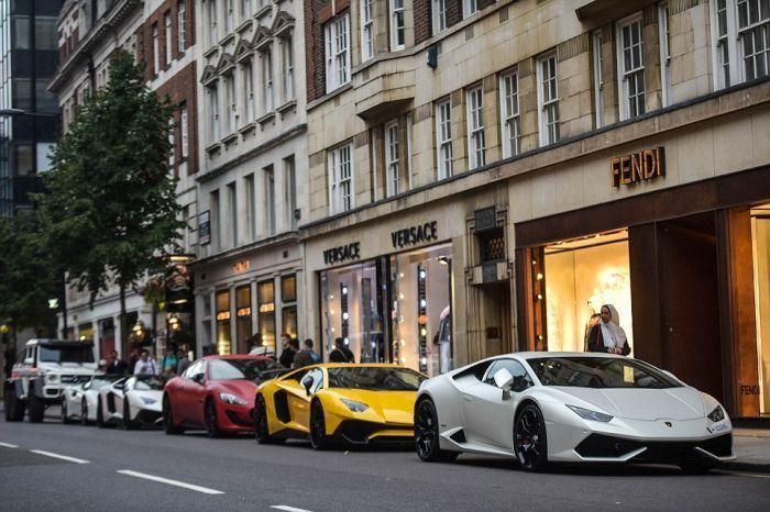 Арабы на роскошных тачках пересиживают жаркое лето в Лондоне
