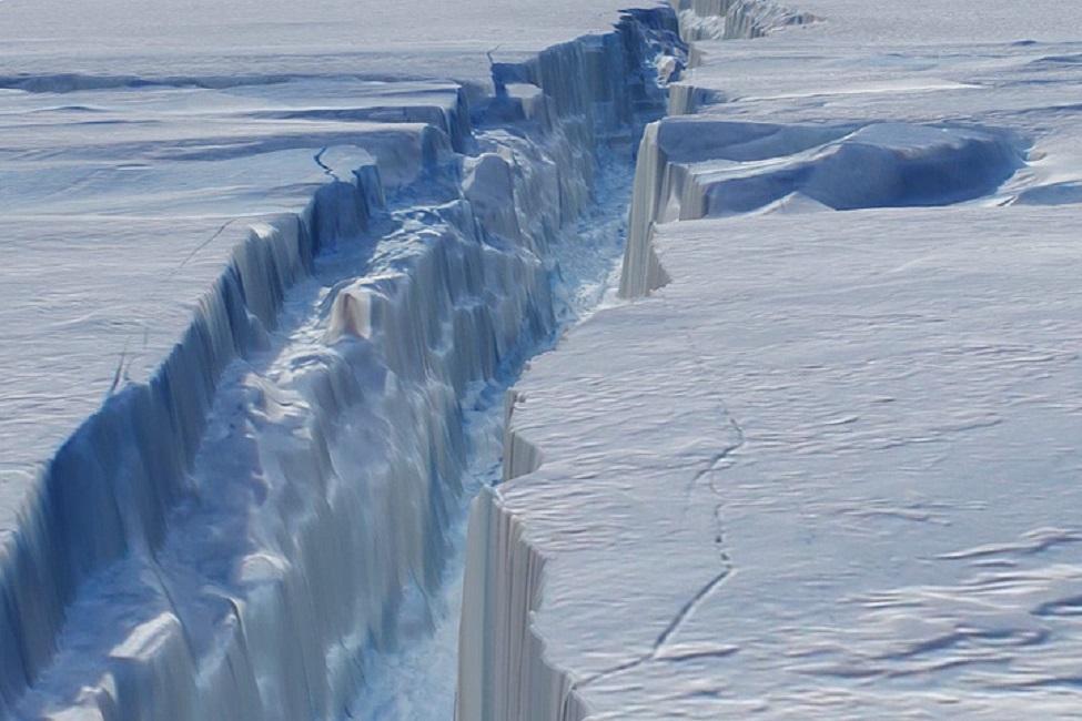 От Антарктиды откололся кусок льда размером с Манхэттэн