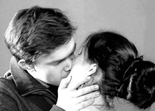 Очень оригинальная школа поцелуев