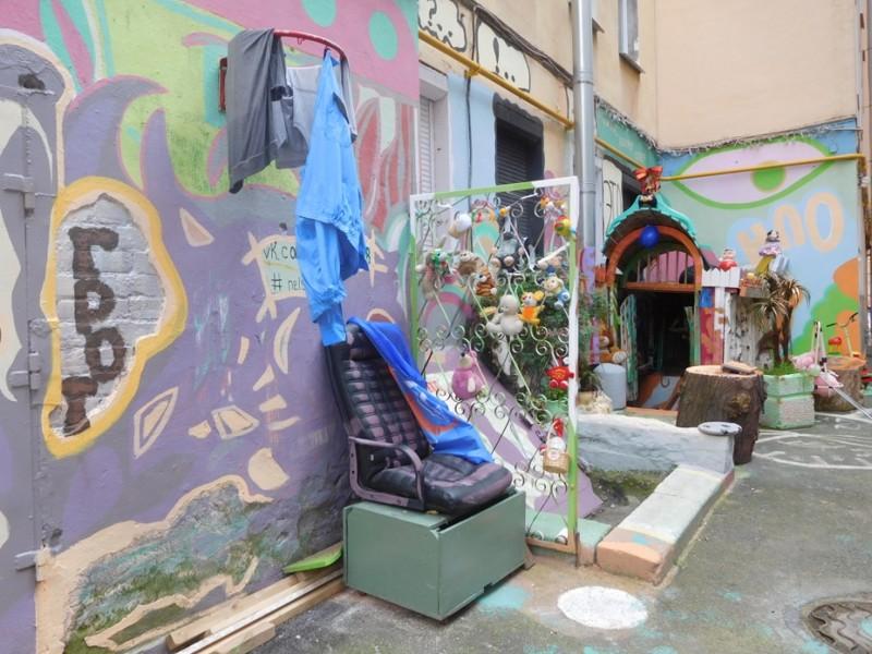 В этот небольшой Питерский дворик-пенал мы попали случайно летом этого года арт-дворик, питер, позитив