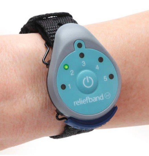 3. Reliefband — браслет от укачивания и тошноты, подающий электрические импульсы в тело одежда, подборка, полезно, полет, самолет, советы, удобно, фото
