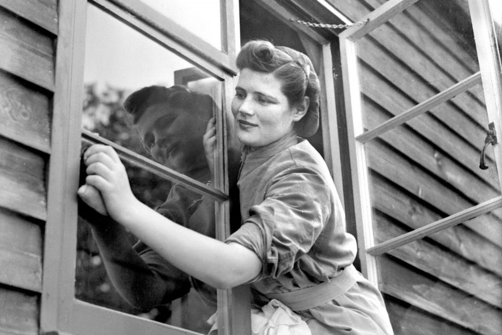 Мама любила чистые окна и выстиранные шторы