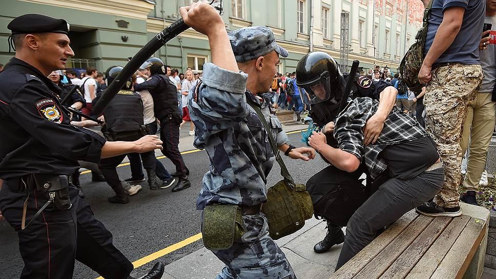 В Госдуму внесли проект закона о праве полицейских выносить гражданам предостережения
