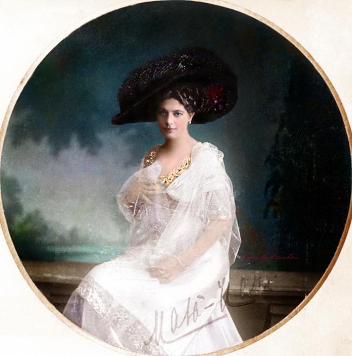 Маргарета жила некоторое время на острове Ява, где научилась танцевать восточные танцы. Колоризация Klimbim.