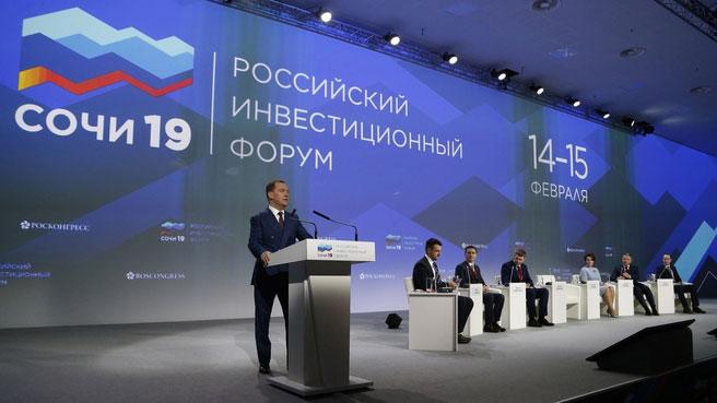 Лучший путь, но не гарантия успеха: что пугает в заявлениях Медведева на форуме «Сочи – 2019»?