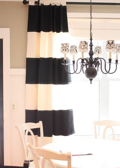 Классический Семейная комната by The Yellow Cape Cod