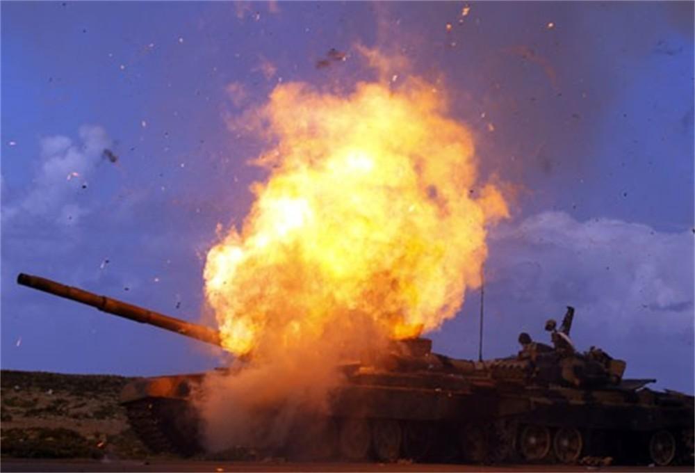 Ополченец ЛНР погиб, бросившись с гранатами под танк