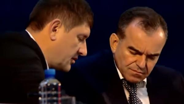«Единая Россия сдохла». Губернатор с замом забыли о включенном микрофоне