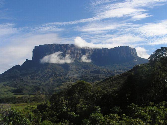 Однако столь впечатляющие скалы, – не самое главное из-за чего стоит посетить гору.
